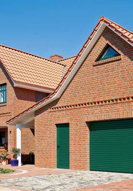 боковые двери для гаража с рулонными воротами